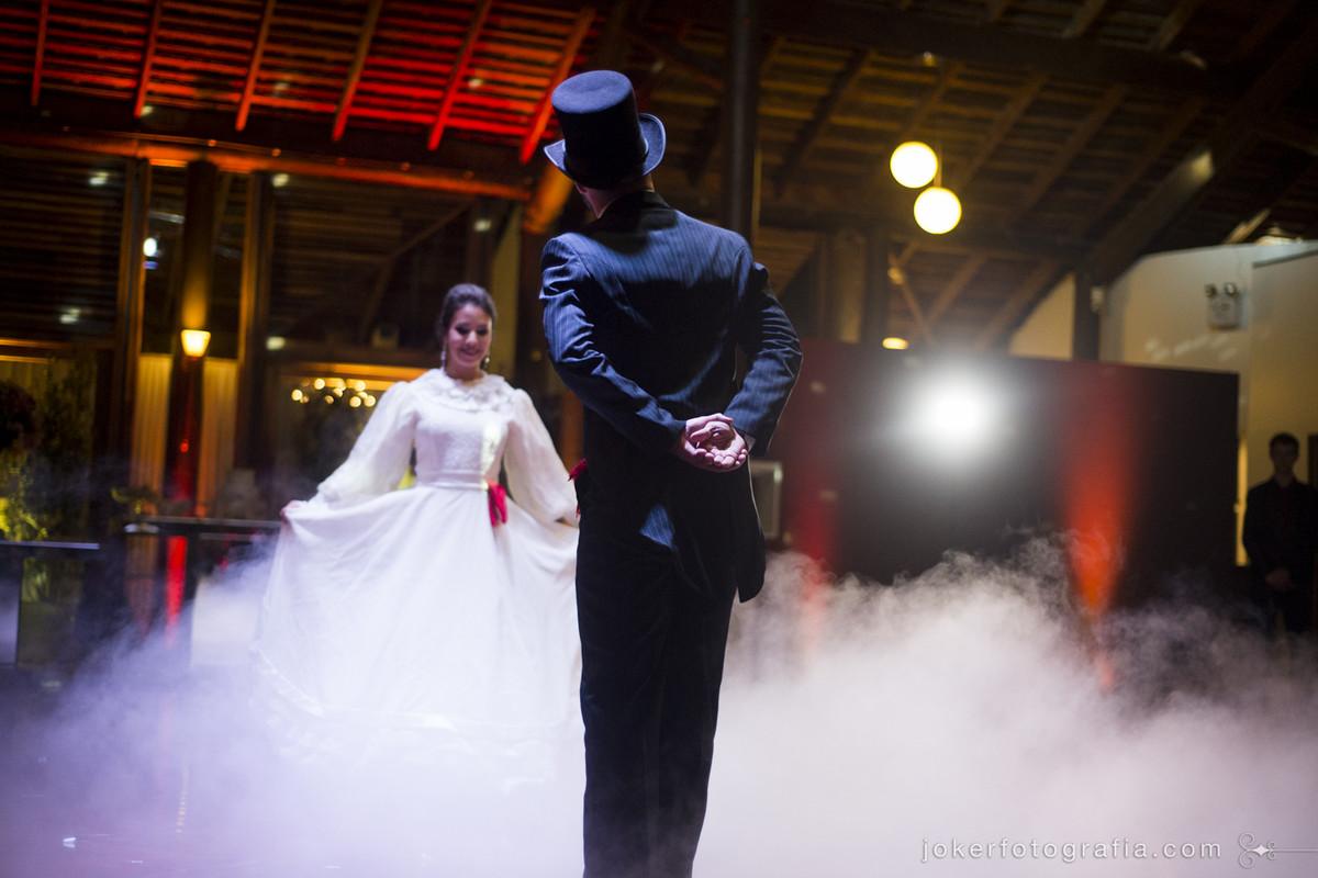 casamento de gaúchos e noivo usando cartola para dança do lenço dança dos noivos diferente e incomum