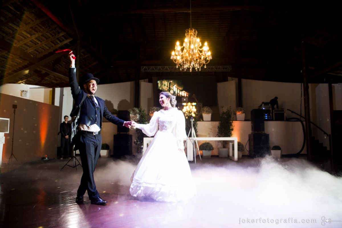 Lustres na decoração do casamento e a tradicional dança gaúcha do lenço para casamento no rio grande do sul