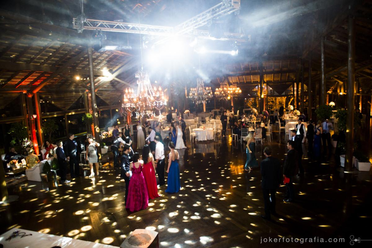 iluminação da pista de dança no casamento feita pelo dj wagner tacla em curitiba