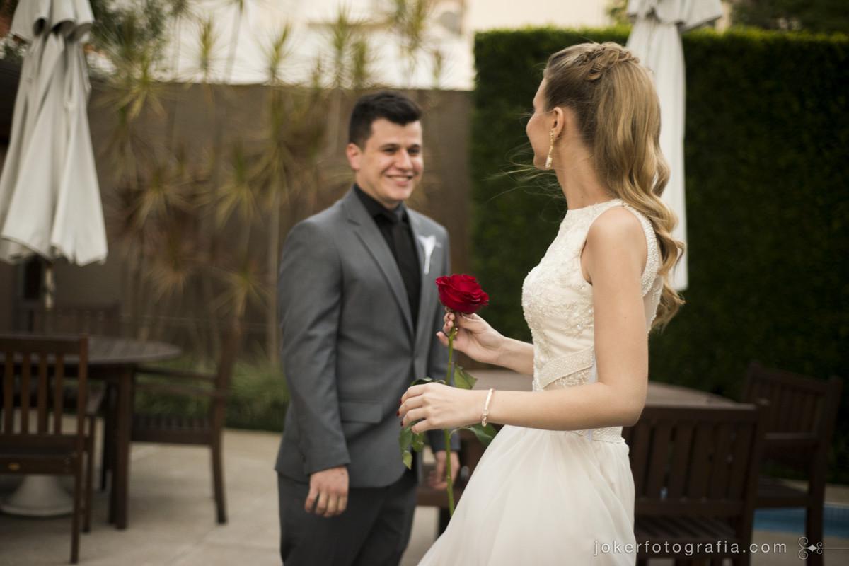 primeira vez que ele vê sua noiva é chamado first look