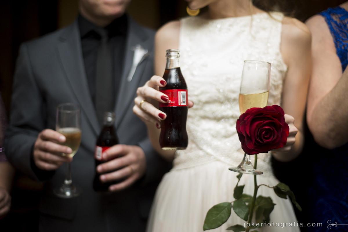 brinde com coca-cola no casamento