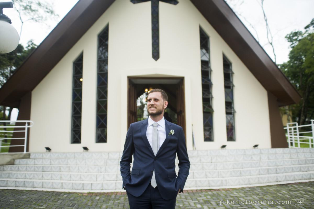 fotos do noivo sozinho antes da cerimônia