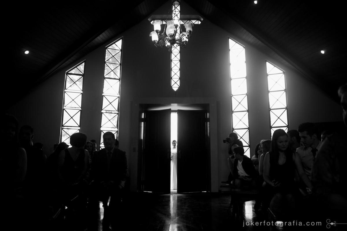 a entrada da noiva é foto premiada por fotógrafo curitibano
