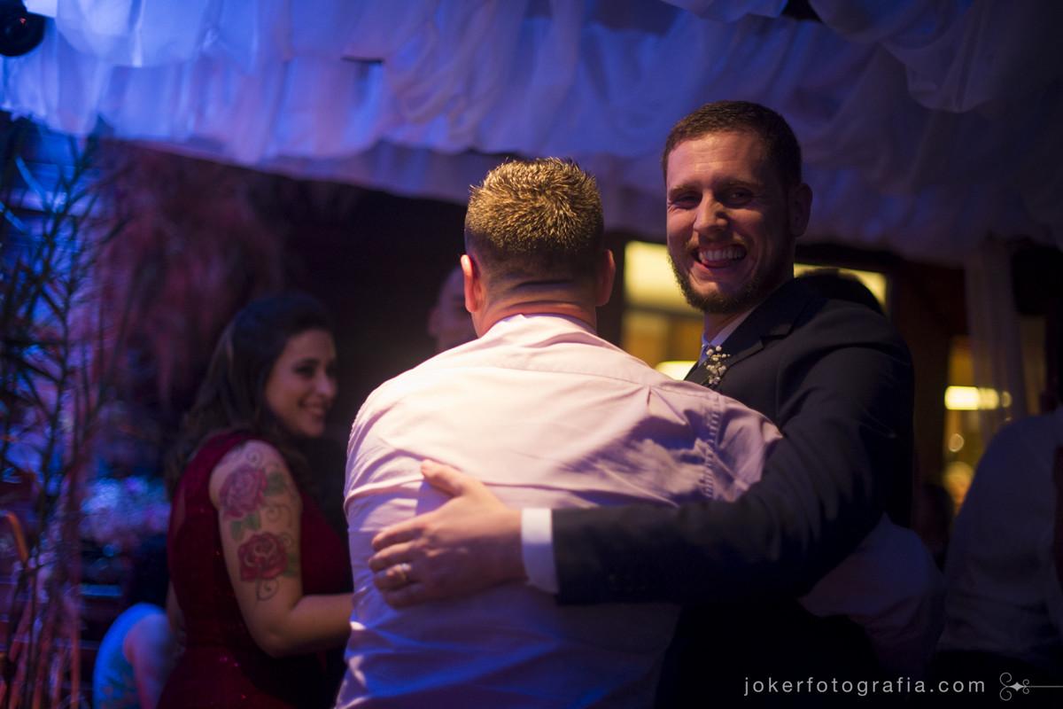 abraço dos padrinho de casamento