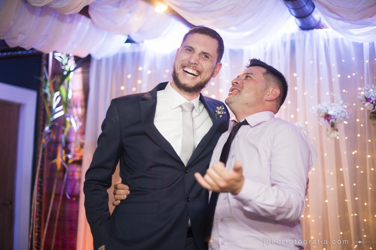 sabe aquele tio que você teve quue convidar para o casamento e alegrou a todos