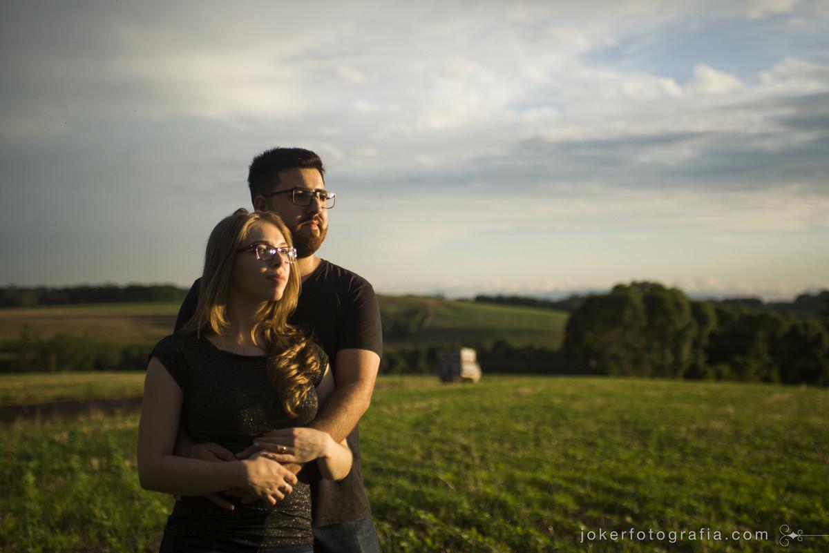luz do por do sol é o emlhor momento para fazer fotos incriveis ao lado de quem ama