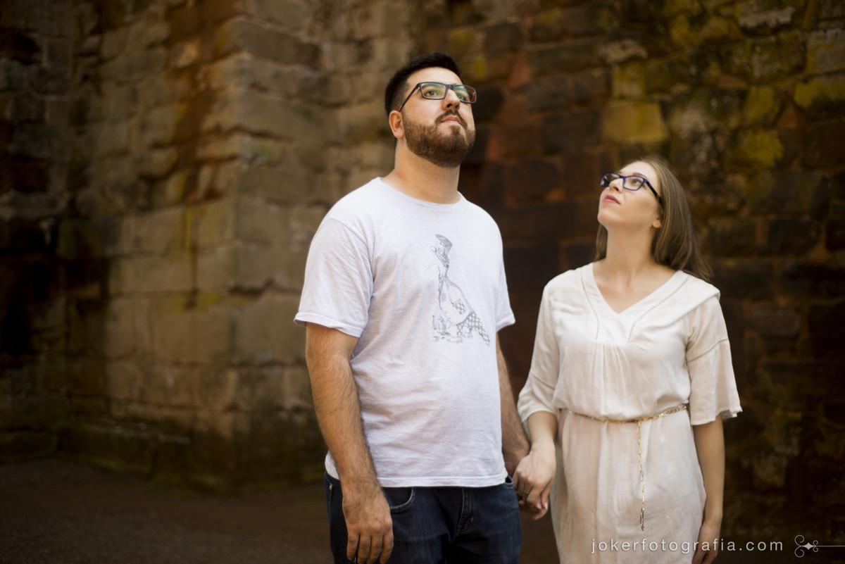 o ensaio de casal é um passeio feito de forma divertida e leve, um passeio em boa companhia sendo registrado pelas lentes dos fotógrafos do joker fotografia