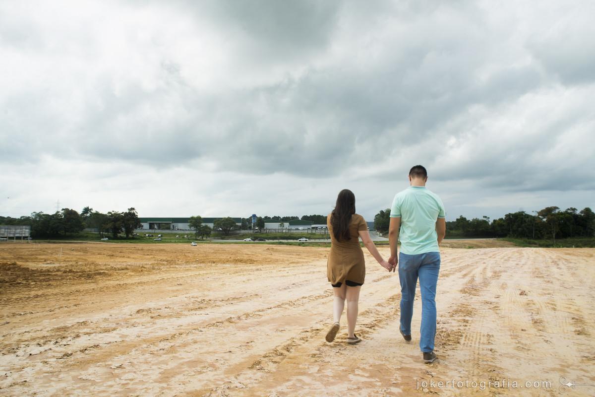 fotógrafo de curitiba encontra lugar abandonado e vazio no caminho e resolve fazer o ensaio de casal ali mesmo