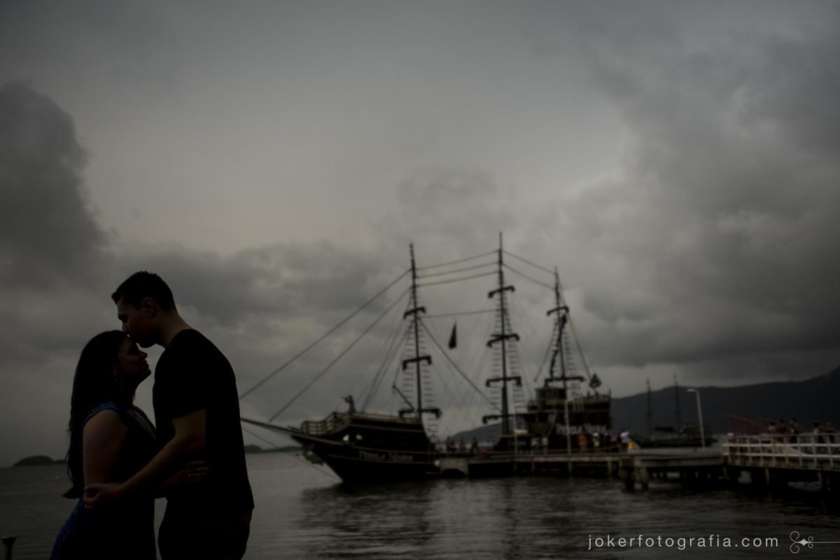 barco pirata pérola negra na ilha de são francisco do sul