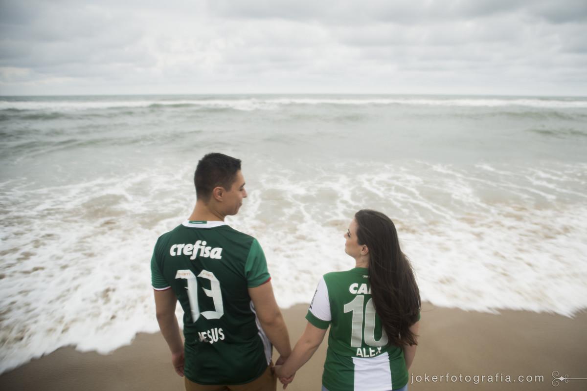 melhores fotógrafos de curitiba fazem ensaio pré-wedding na praia deserta de são fransciso