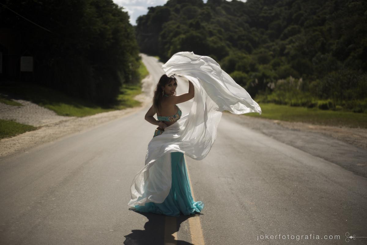 belly dancer on the street ensaio de dançarina na rua