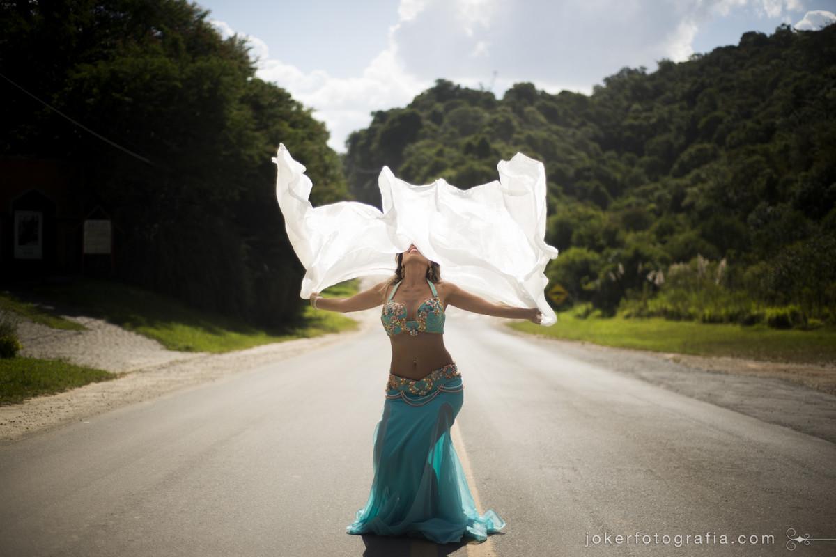 usando o lenço na dança do ventre