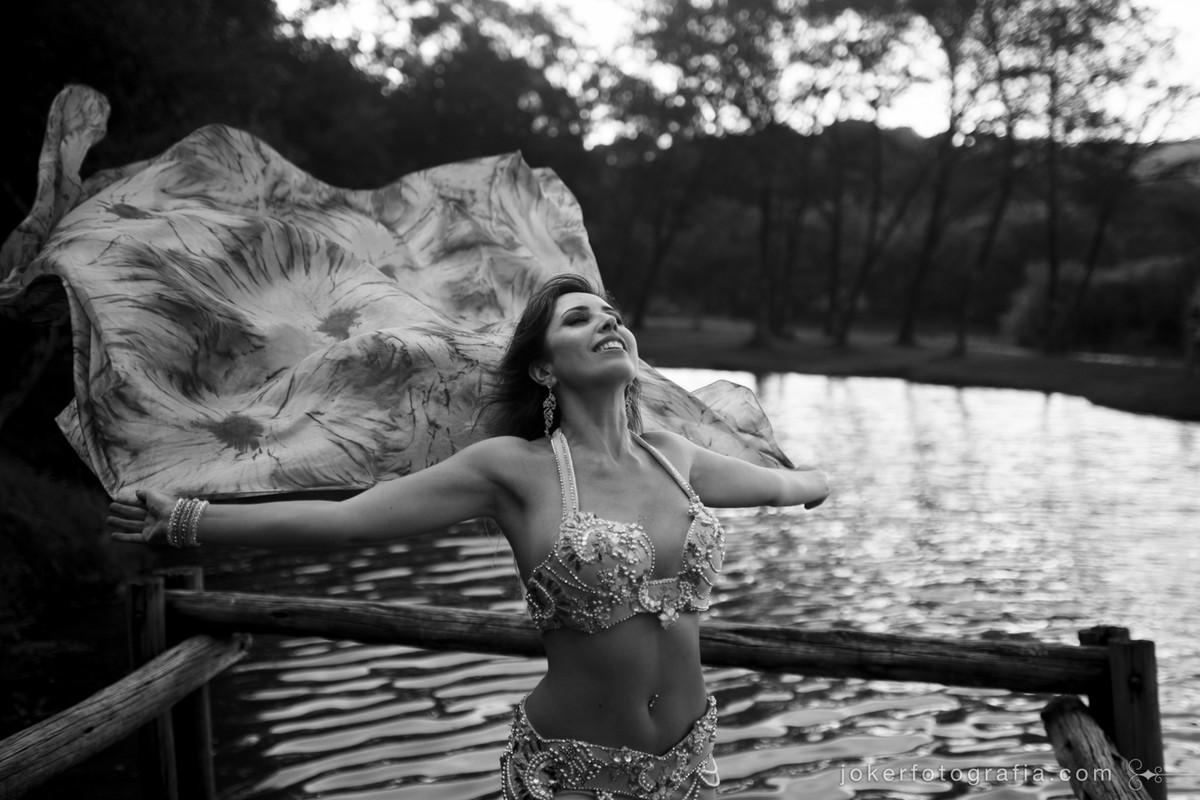 dançarina gisele carol de curitiba faz ensaio fotográfico para registrar sua paixão pela dança do ventre