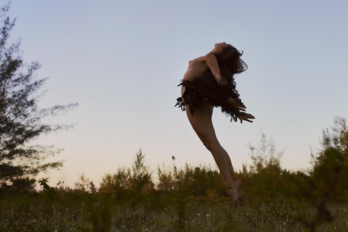 mulher nua voando mulher nua com asas, mulher com asas, mulher que voa, fotos diferentes, fotografia artistica, nu artistico