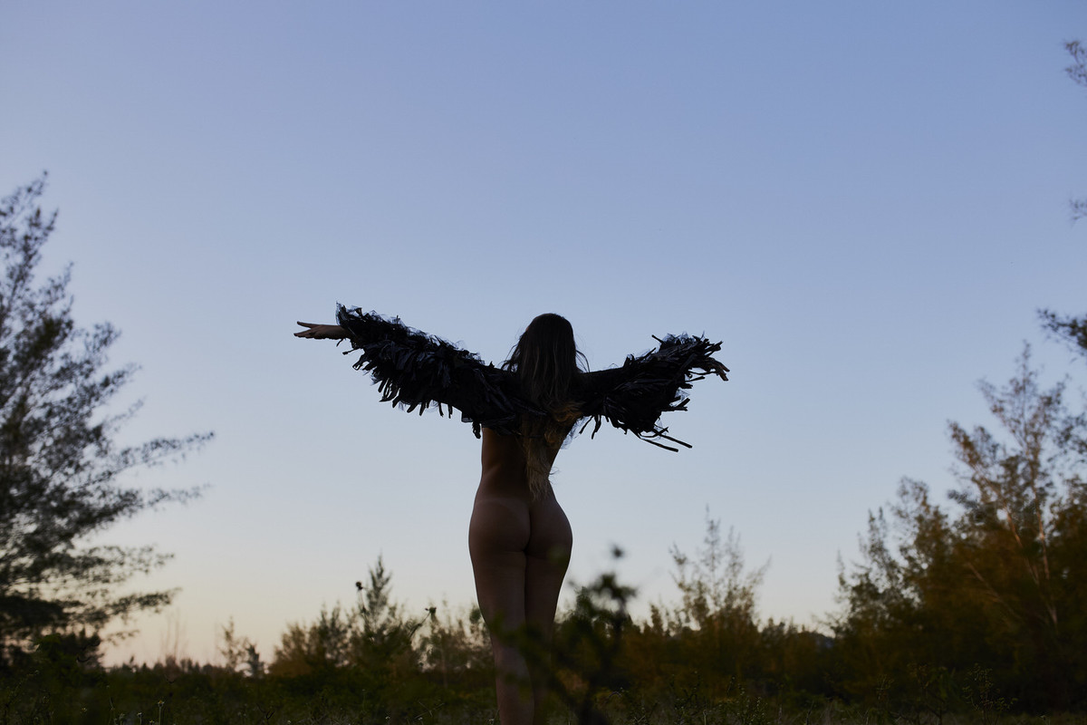 mulher nua com asas, mulher com asas, mulher que voa, fotos diferentes, fotografia artistica, nu artistico