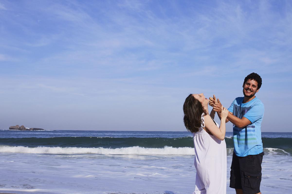 fotos casal, ensaio casa, gestante, fotografia gestante, gestante rio de janeiro, praia, grumari fotos, marambaia fotos, ale queiroz, fotografia familia, foto ceu azul