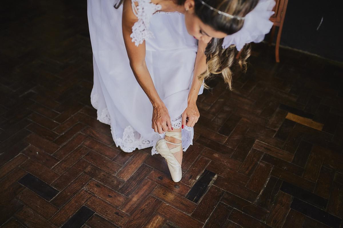 noiva com sapatilha de ballet