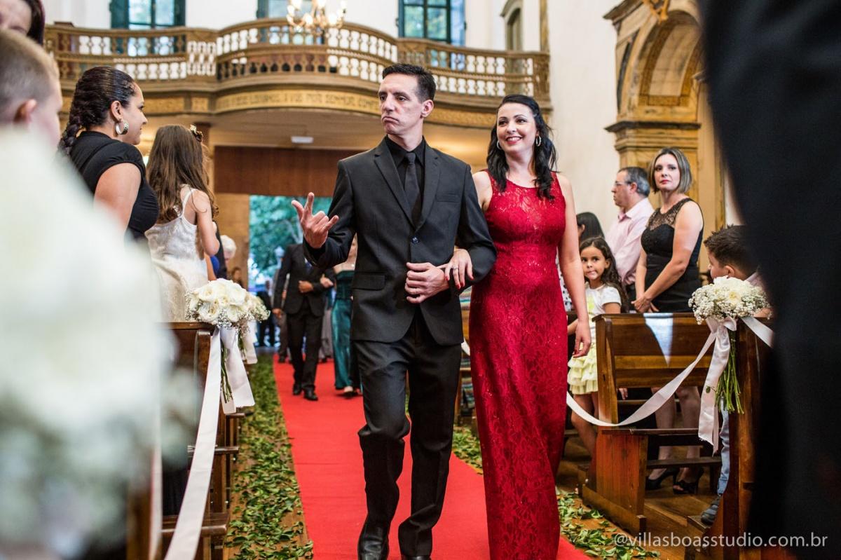 entrada dos padrinhos, padrinhos descolados, igreja do carmo, decoracao linda