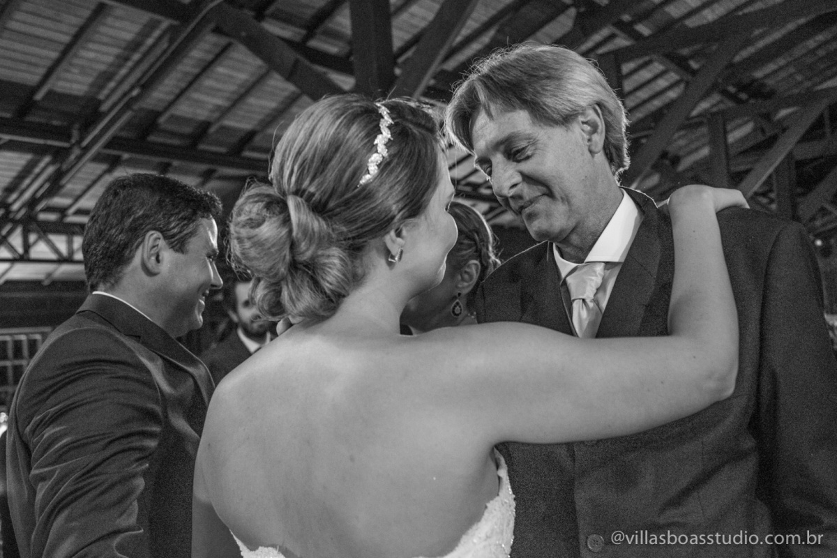 pai da noiva, noiva, emocao da noiva, olhar dos pais.