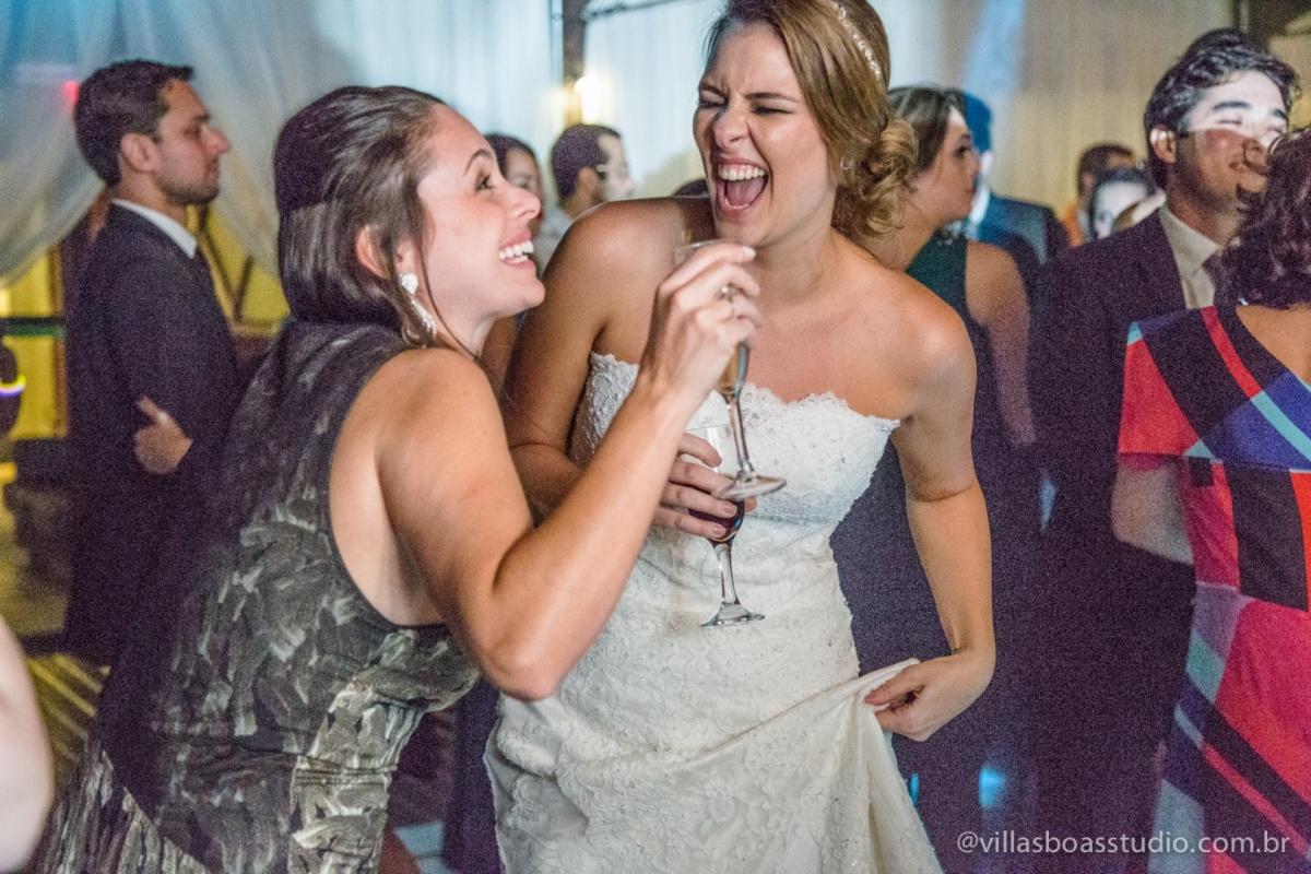 noiva na balada, sorriso da noiva, danca da noiva, amiga da noiva.