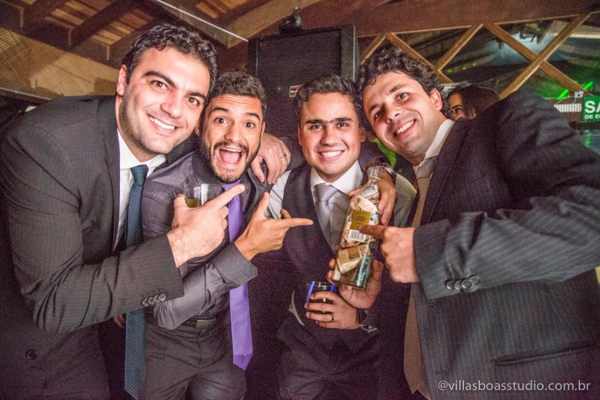 amigos do noivo, padrinhos do noivo, terno do noivo, gravata do noivo.