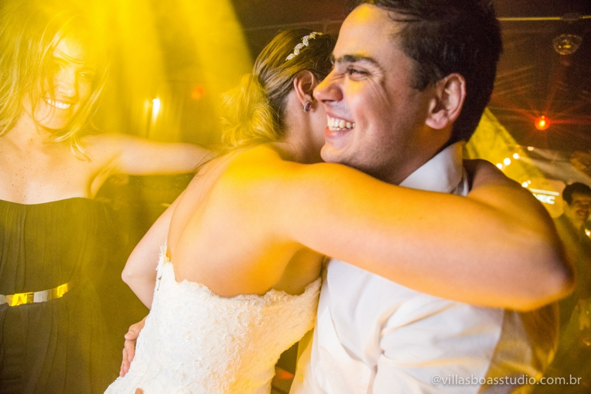 sorriso do noivo, abraco da noiva, balada.