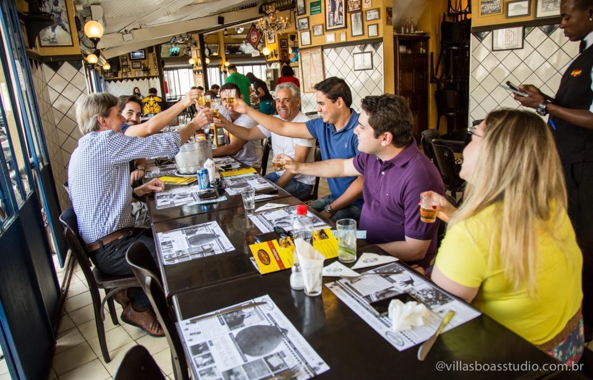 amigos do noivo, padrinhos, pai do noivo, cantagalo bar, almoco do noivo, cerveja com o noivo.