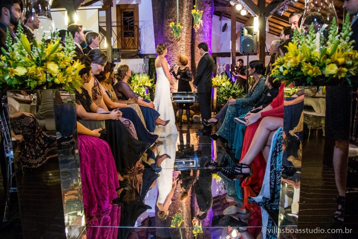 noiva no altar, noiva, noivo no altar, noivo, cerimonia, padrinhos, madrinhas, hora da cerimonia, reflexo dos noivos.