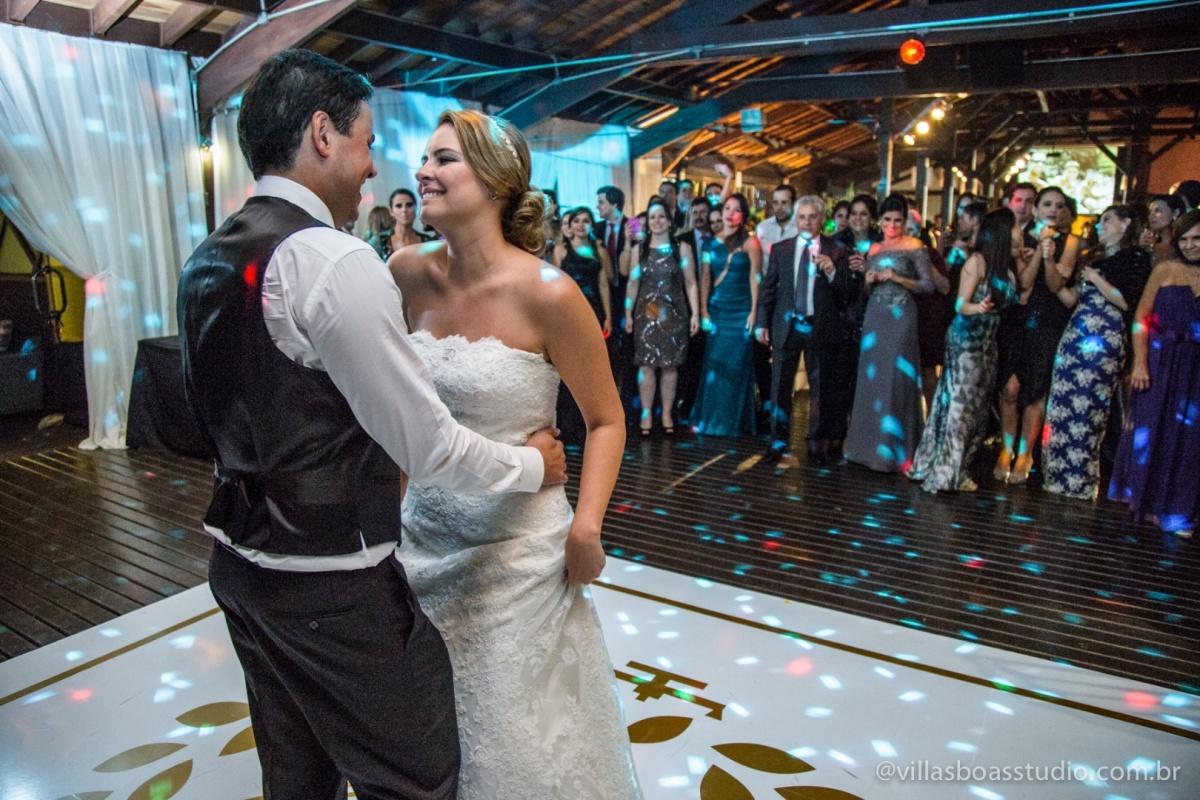 danca dos noivos, danca da noiva, olhar da noiva, vestido da noiva, buque da noiva, noivo, terno do noivo.