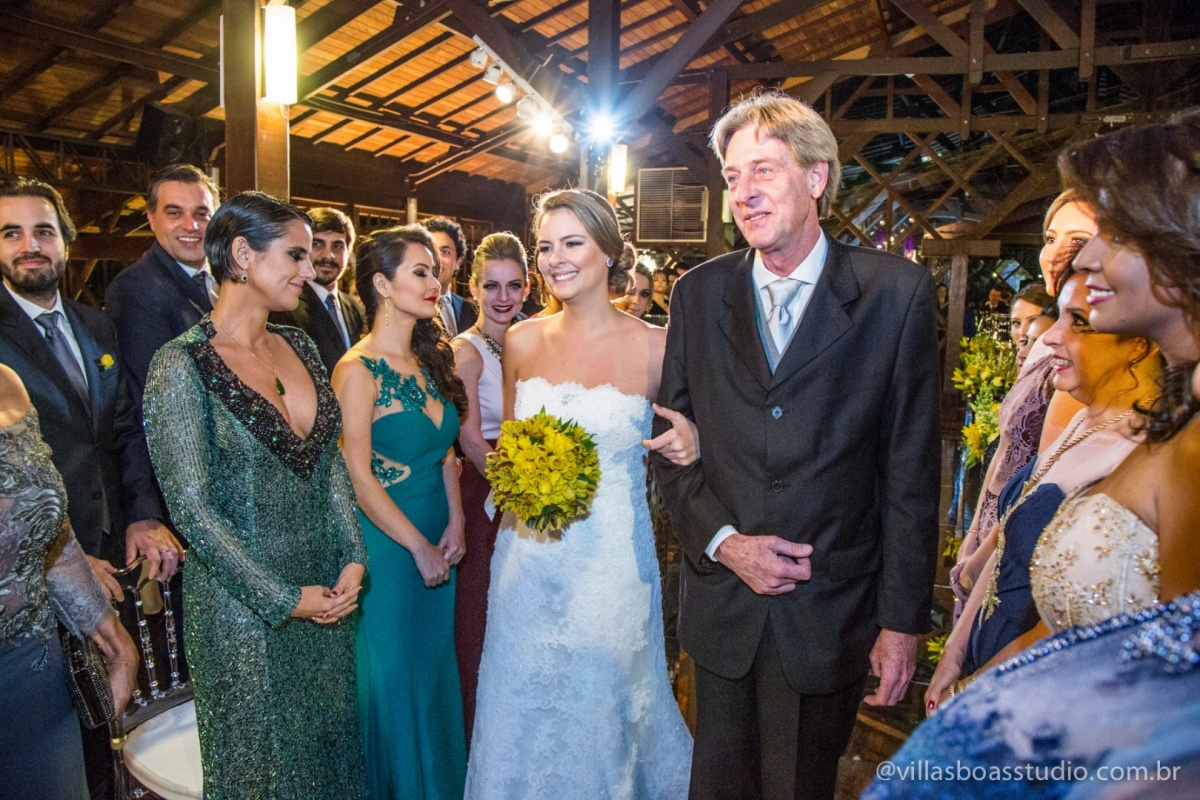 entrada da noiva, pai da noiva, desfile da noiva, noiva, vestido da noiva, buque da noiva, madrinhas da noiva, padrinhos do noivo.