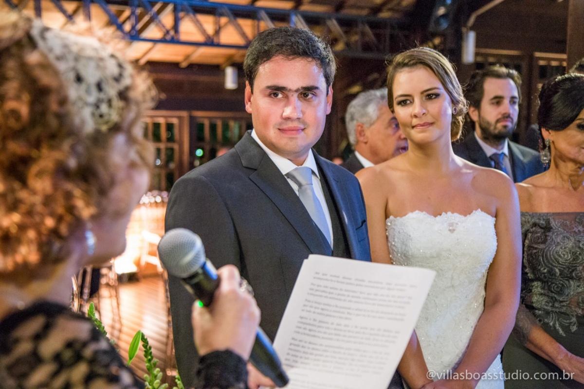 noiva no altar, noiva, noivo no altar, noivo, cerimonia, padrinhos, madrinhas, hora da cerimonia.