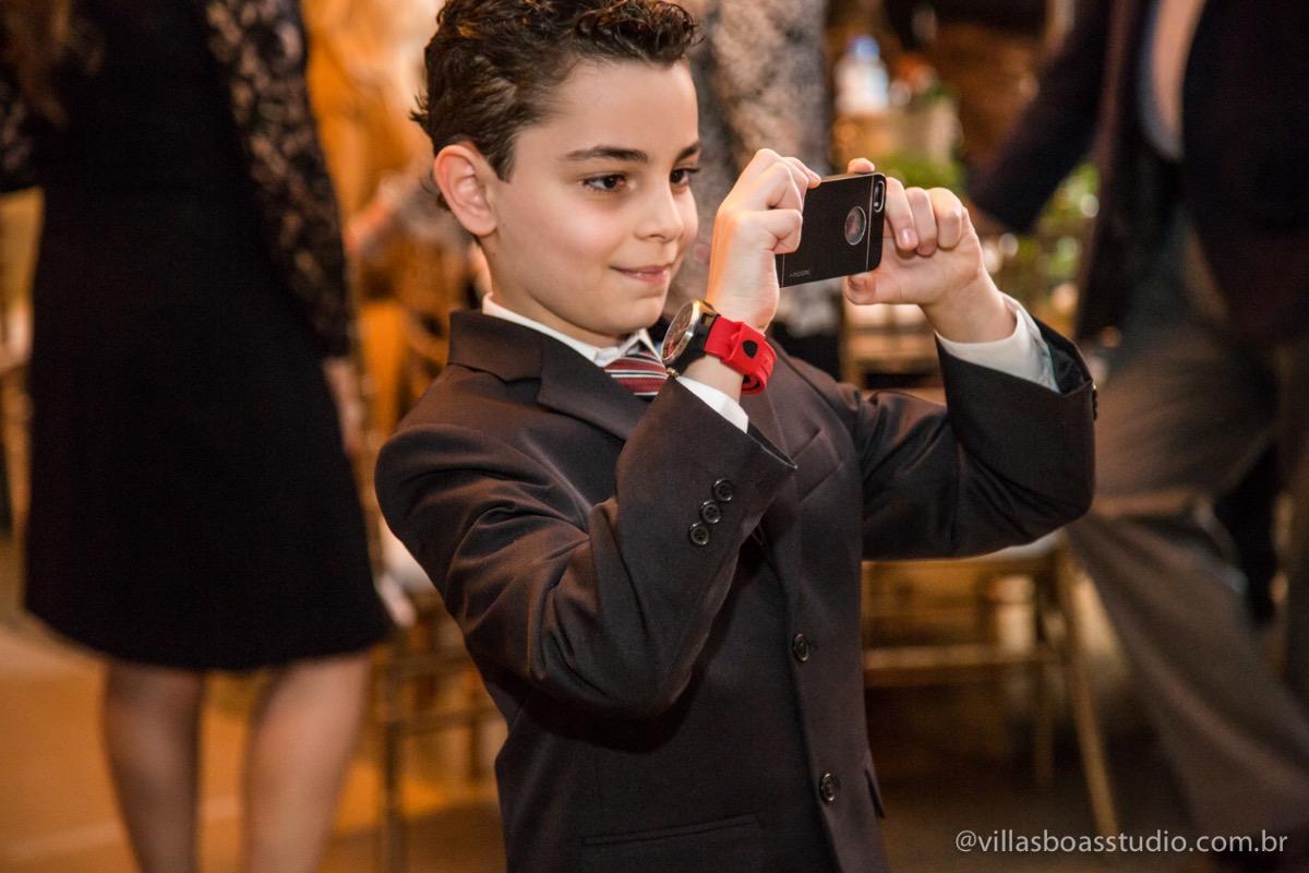 Decoração Trópicos Buffet, aniversario Nermin Saadi, clube de campo de mogi das cruzes, 15 anos, byclara doces finos, entrada e dança da debutante, dança dos convidados, foto do menino convidado