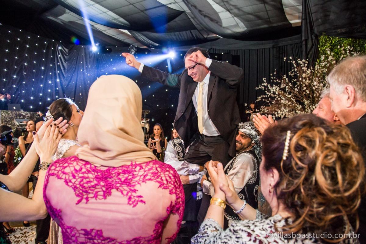 Decoração Trópicos Buffet, aniversario Nermin Saadi, clube de campo de mogi das cruzes, 15 anos, byclara doces finos, entrada e dança da debutante, dança dos convidados, irmão dança típica libanesa
