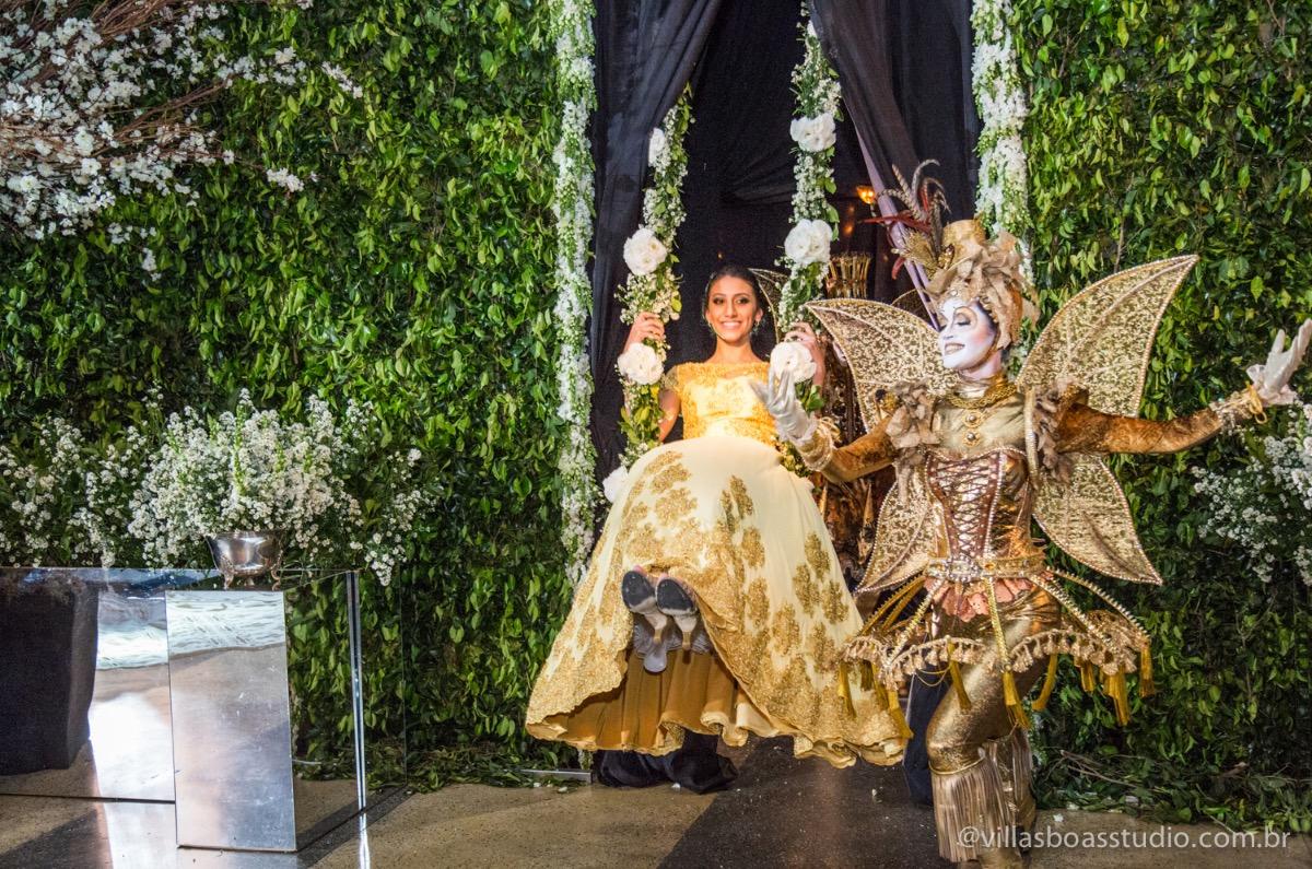 Decoração Trópicos Buffet, aniversario Nermin Saadi, clube de campo de mogi das cruzes, 15 anos, byclara doces finos, entrada e dança da debutante, dança dos convidados, entrada da debutante