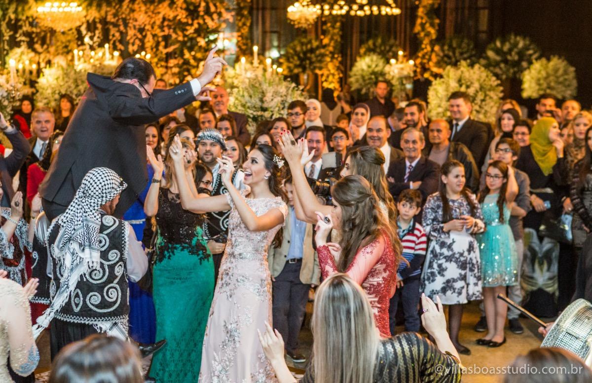 Decoração Trópicos Buffet, aniversario Nermin Saadi, clube de campo de mogi das cruzes, 15 anos, byclara doces finos, entrada e dança da debutante, dança dos convidados, dança típica libanesa