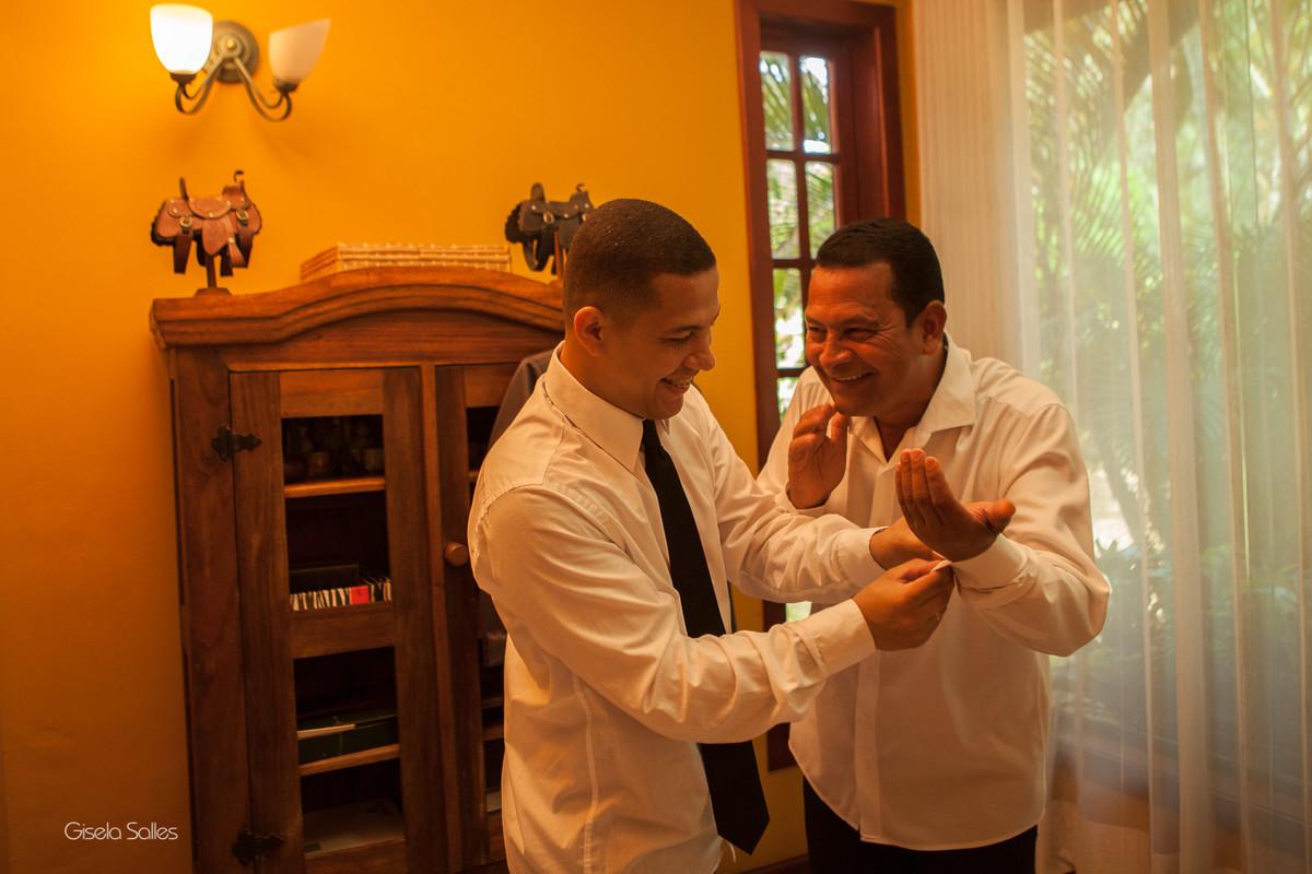 making of do noivo com amigos em Macuco-RJ, churrasco entre noivo e amigos, despedida de solteiro no making of do noivo. fotografia de Gisela Salles