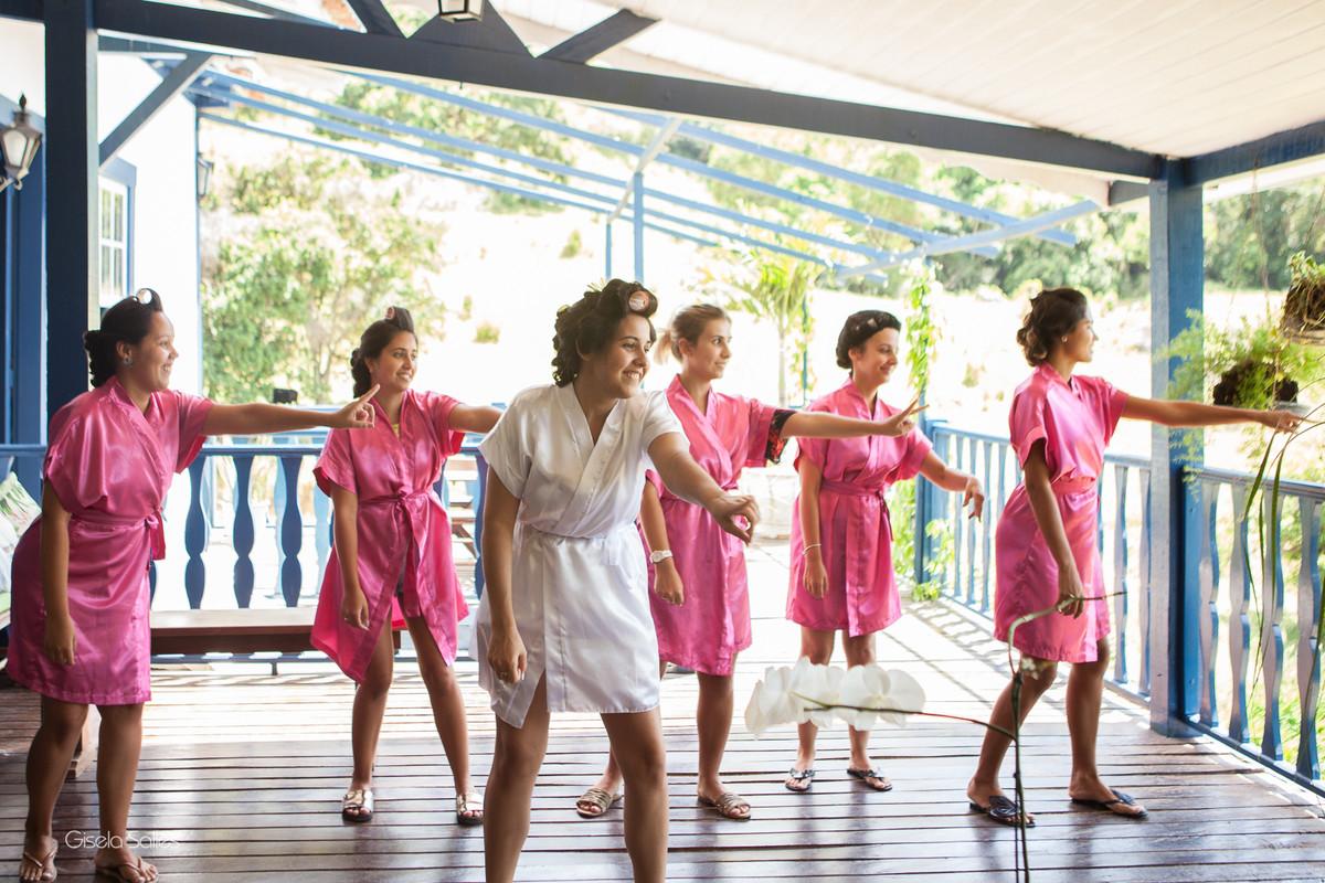 making of no Espaço Batalha em Cantagalo-RJ, making of com as madrinhas, noiva e madrinhas,ensaio  da noiva com madrinhas
