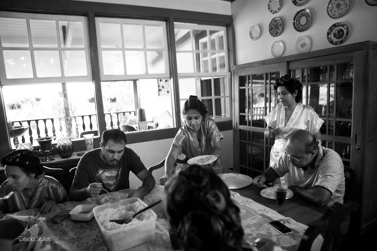 making of no Espaço Batalha em Cantagalo-RJ, almoço com a família, noiva e madrinhas,casamento no campo, preparo da noiva,