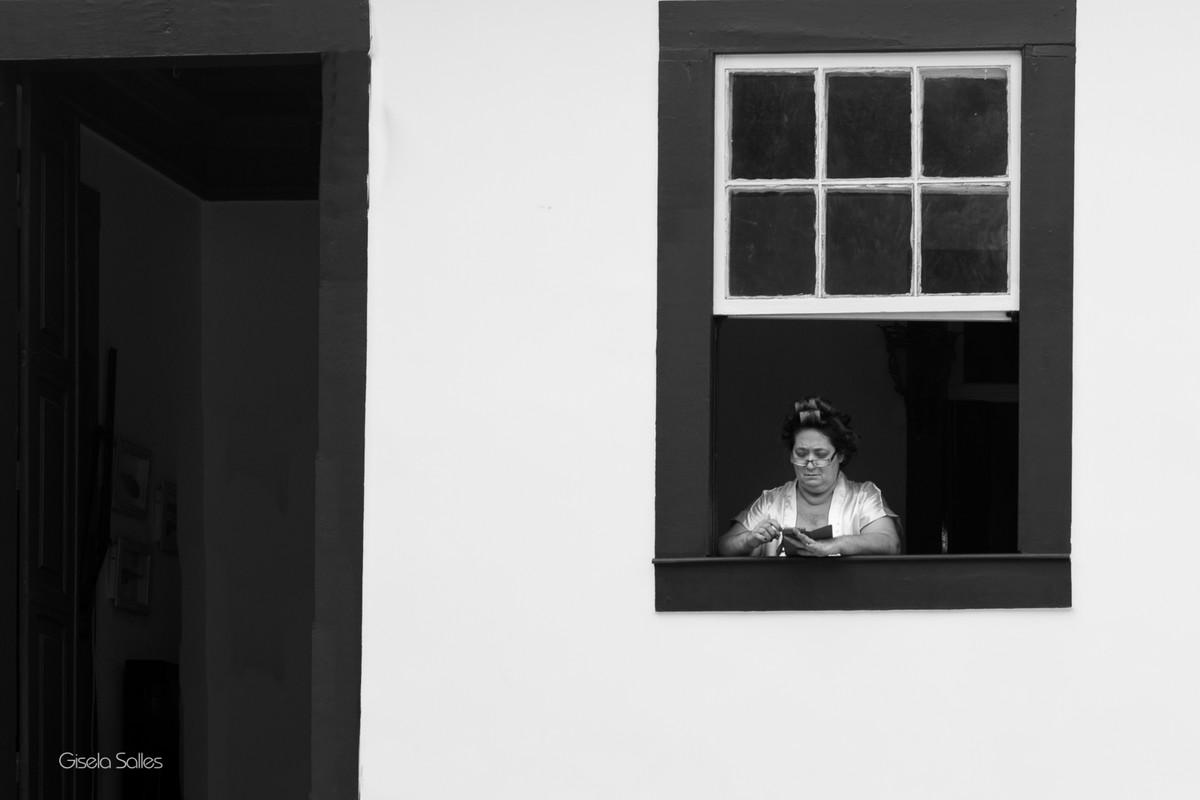 mãe de noiva, making of no Espaço Batalha em Cantagalo-RJ,dia da noiva, casamento no campo, preparo da noiva,fotografia de Gisela Salles