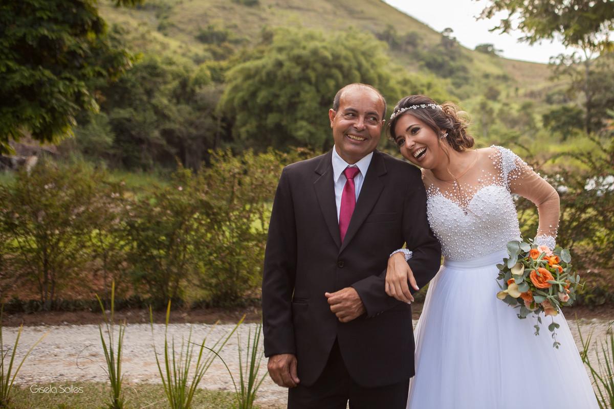 Casamento no Espaço Batalha em Cantagalo-RJ,emoção da noiva ,dia de casamento, casando na serra, fotografia Gisela Salles, fotografia com emoção, casamento no campo, casamento de dia,