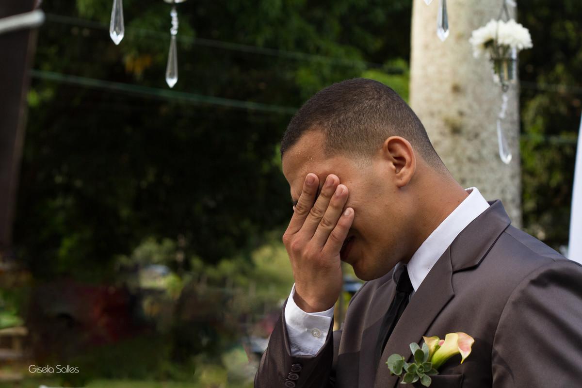 Casamento no Espaço Batalha em Cantagalo-RJ,emoção do noivo , dia de casamento, casando na serra, fotografia Gisela Salles, fotografia com emoção, casamento no campo, casamento de dia