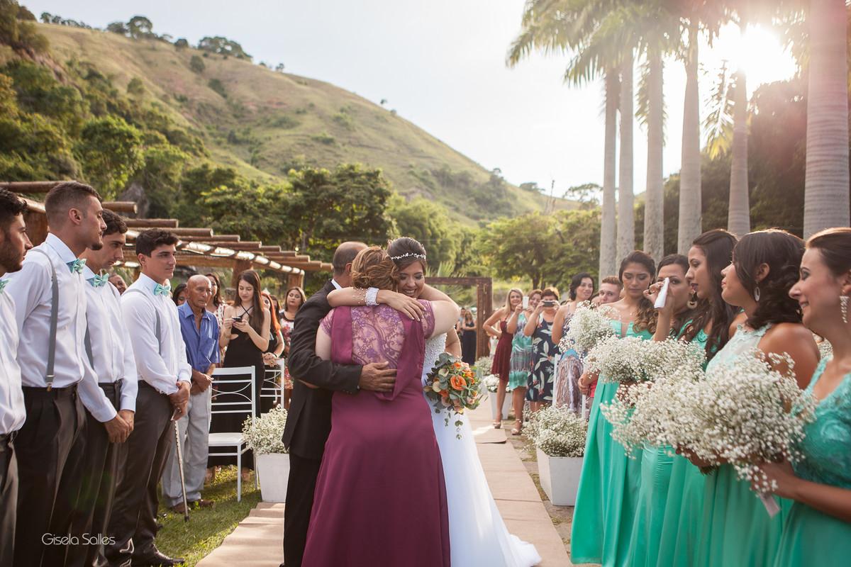 Casamento no Espaço Batalha em Cantagalo-RJ,emoção da noiva ,dia de casamento, casando na serra, fotografia Gisela Salles, fotografia com emoção, casamento no campo, casamento de dia
