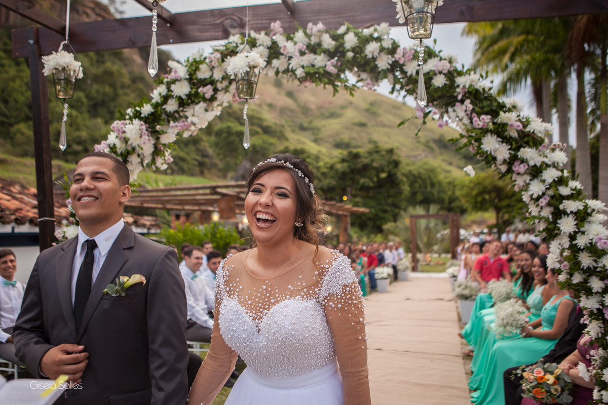 Casamento no Espaço Batalha em Cantagalo-RJ, dia de casamento, casando na serra, fotografia Gisela Salles, fotografia com emoção, casamento no campo e de dia,
