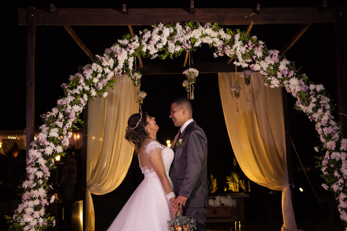 ensaio pós casamento, noivos após a cerimônia, retratos dos noivos, fotografia com os noivos, casamento noturno, fotografia Gisela Salles, fotografia com emoção. fotografia espontânea