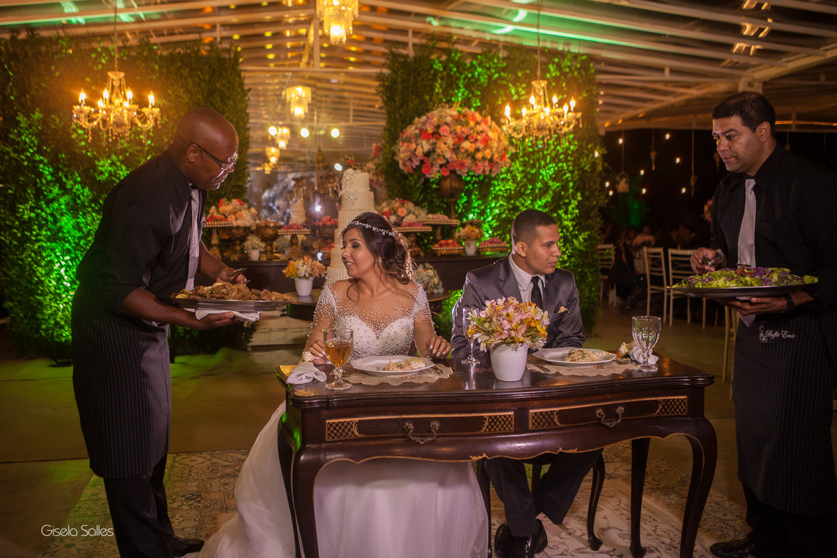 Casamento no Espaço Batalha em Cantagalo-RJ, dia de casamento, casando na serra, fotografia Gisela Salles, fotografia com emoção, casamento no campo e de dia,festa de casamento, jantar dos noivos