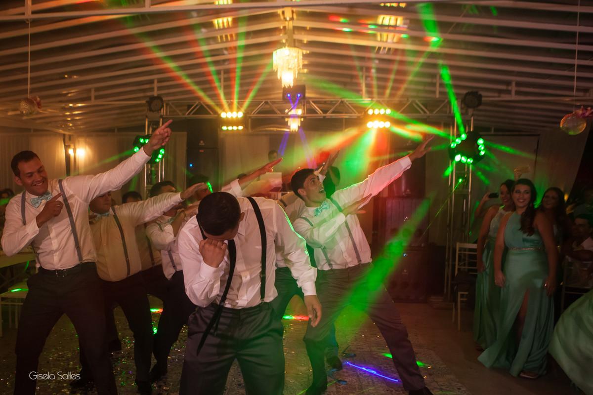 Casamento no Espaço Batalha em Cantagalo-RJ, dia de casamento, casando na serra, fotografia Gisela Salles, fotografia com emoção, casamento no campo e de dia,festa de casamento, pista bombando