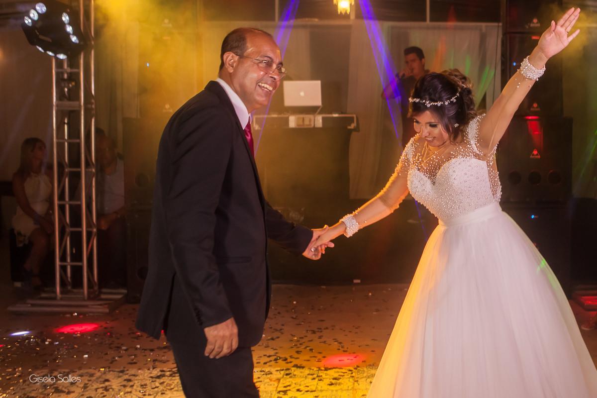 Casamento no Espaço Batalha em Cantagalo-RJ, dia de casamento, casando na serra, fotografia Gisela Salles, fotografia com emoção, casamento no campo e de dia,festa de casamento,pista de dança animada