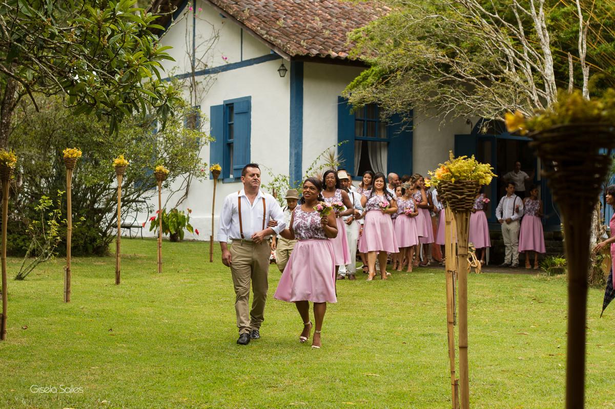 fotografia casamento Bom Jardim, cerimônia no campo, padrinhos e madrinhas de casamento