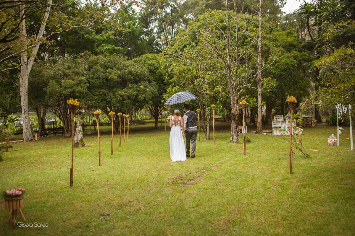 fotografia casamento Bom Jardim, casamento de dia no campo, casando no sítio, casamento na chuva,noivos na chuva