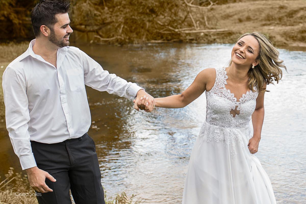 ensaio pós casamento em Bom Jardim, fotógrafo de casamento em Bom Jardim, noivos na cachoeira,foto com emoção